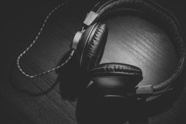 【バーテンダーが選ぶ】宅飲みで聴きたい音楽10選【Vo.なし】