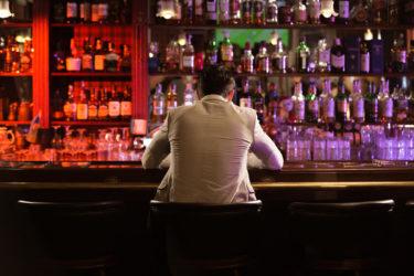 大学生でも1人でバーへ行くべき理由【お酒は20歳になってから】